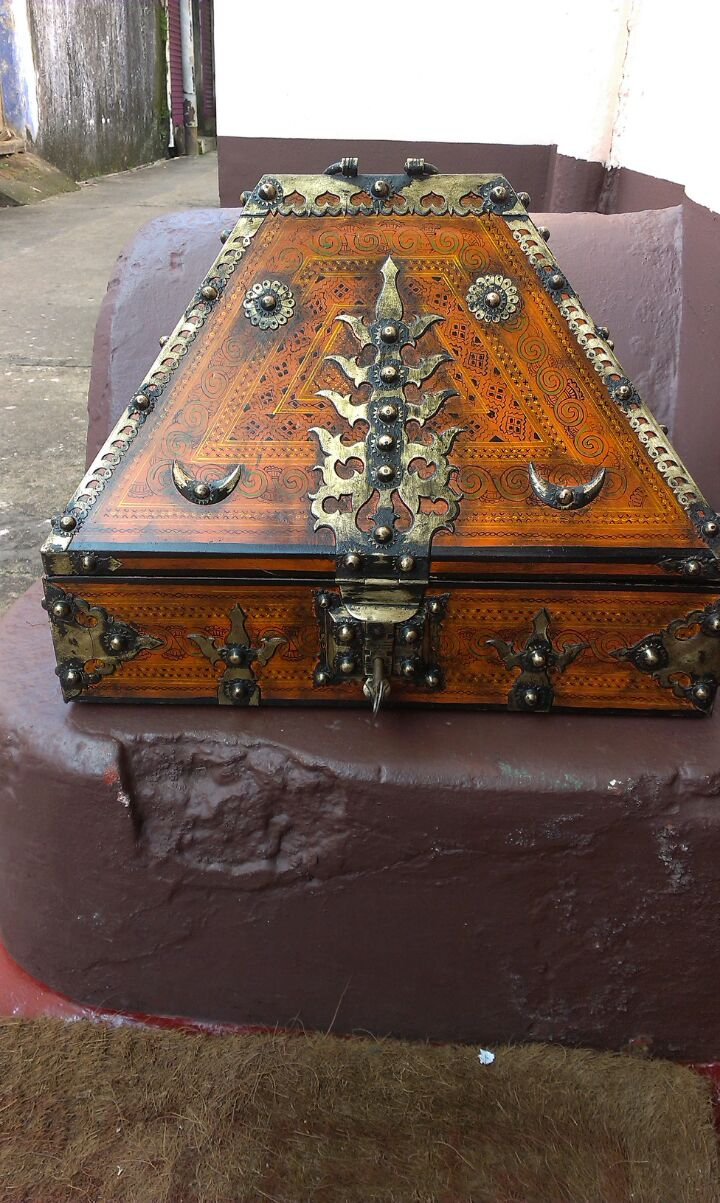 ANTIQUES KERALA TRADITIONAL JEWELLERY BOX FOR SALE IN INDIA