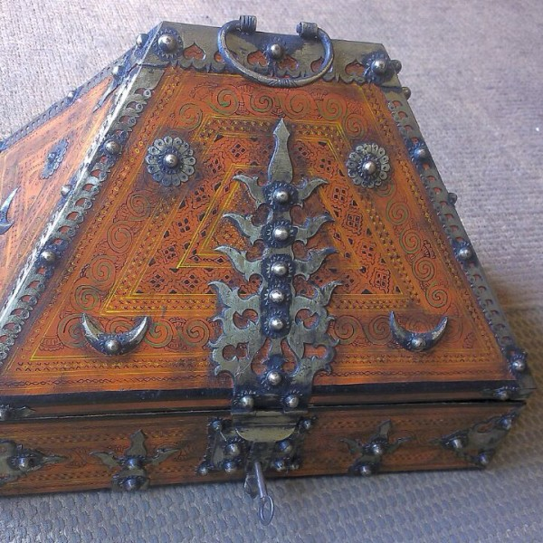 Antique Kerala Traditional Kerala Jewelry Box With Vegetable Oil Paint Art Works For Sale In India.