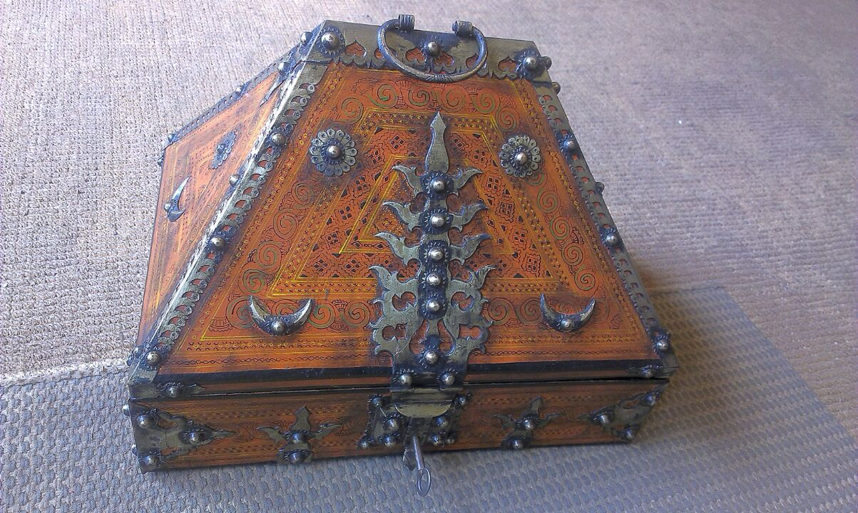 Antique Kerala Traditional Kerala Jewelry Box With Vegetable Oil