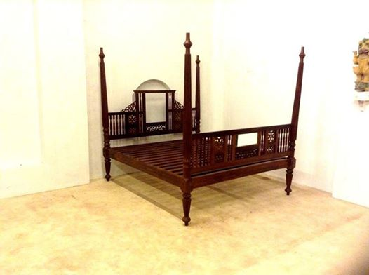 Antique Four Poster Bed In Good Condition For Sale In Kerala Made Of Rose  Wood 1